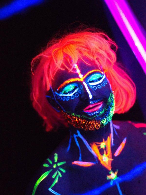 ein neon-fotoshooting macht dich zum lebendem Kunstwerk